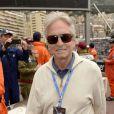 Michael Douglas dans les allées du paddock du Grand Prix de F1 de Monaco le 25 mai 2013