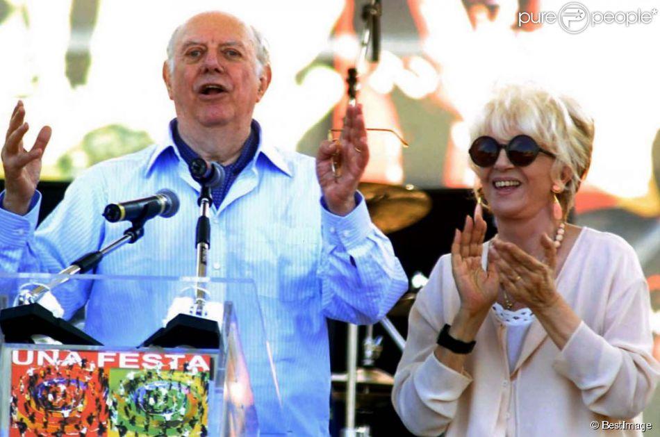 L'écrivain Dario Fo et sa femme Franca à la manifestation de la gauche italienne, place San Giovanni.