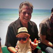 Ryan O'Neal présente son premier arrière-petit-fils