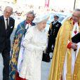 La reine Elizabeth II à son arrivée à l'abbaye de Wesminster, à Londres, le 4 juin 2013, pour un service spécial commémorant les 60 ans de son couronnement, assuré par l'archevêque de Canterbury Justin Welby et le doyen de Westminster John Hall.