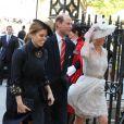La princesse Beatrice d'York avec son oncle le prince Andrew et la comtesse Sophie de Wessex à l'entrée de l'abbaye de Wesminster, à Londres, le 4 juin 2013, pour un service spécial commémorant les 60 ans du couronnement de la reine Elizabeth II, assuré par l'archevêque de Canterbury Justin Welby et le doyen de Westminster John Hall.