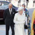 Elizabeth II arrive avec son époux le duc d'Edimbourg à l'abbaye de Wesminster, à Londres, le 4 juin 2013, pour un service spécial commémorant les 60 ans du couronnement de la souveraine, assuré par l'archevêque de Canterbury Justin Welby et le doyen de Westminster John Hall.