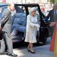 La reine Elizabeth II arrive à l'abbaye de Wesminster, à Londres, le 4 juin 2013, pour un service spécial commémorant les 60 ans de son couronnement, assuré par l'archevêque de Canterbury Justin Welby et le doyen de Westminster John Hall.