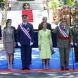 Felipe et Letizia d'Espagne avec le roi Juan Carlos et la reine Sofia le 2 juin 2013 lors de la Journée des forces armées, à Madrid.