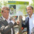 """Vincent Barteau et Patrick Chênelors de l'inauguration du sentier """"Laurent Fignon"""" dans le bois de Vincennes le 5 juin 2013."""