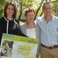 """Valérie Fignon, les parents du défunt champion et son frère Didierlors de l'inauguration du sentier """"Laurent Fignon"""" dans le bois de Vincennes le 5 juin 2013."""