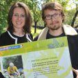 """Lorànt Deutsch et Valérie Fignonlors de l'inauguration du sentier """"Laurent Fignon"""" dans le bois de Vincennes le 5 juin 2013."""