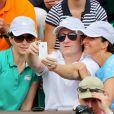 Thierry Frémont et des amies à Roland-Garros lors du 12e jour des Internationaux de France le 6 juin 2013