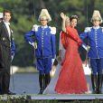 La princesse Mary de Danemark suivie du prince Pavlos de Grèce débarquant au domaine royal Drottningholm, à l'ouest de Stockholm, pour la réception du mariage de la princesse Madeleine de Suède et Chris O'Neill, le 8 juin 2013.