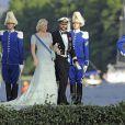 La princesse Mette-Marit et le prince Haakon de Norvège débarquant au domaine royal Drottningholm, à l'ouest de Stockholm, pour la réception du mariage de la princesse Madeleine de Suède et Chris O'Neill, le 8 juin 2013.