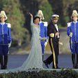 Le roi Carl XVI Gustaf de Suède et la reine Silvia débarquant au domaine royal Drottningholm, à l'ouest de Stockholm, pour la réception du mariage de la princesse Madeleine de Suède et Chris O'Neill, le 8 juin 2013.