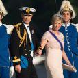 Le prince Edward et la comtesse Sophie de Wessex débarquant au domaine royal Drottningholm, à l'ouest de Stockholm, pour la réception du mariage de la princesse Madeleine de Suède et Chris O'Neill, le 8 juin 2013.