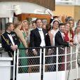 Chris O'Neill, aux anges ! Les jeunes mariés Madeleine de Suède et Chris O'Neill à la proue du SS Stockholm, qui a conduit le cortège de leur mariage au domaine royal Drottningholm pour la réception, le 8 juin 2013