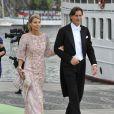 L'une des demi-soeurs de Chris O'Neill et son mari embarquent à bord du SS Stockholm lors du mariage de la princesse Madeleine et de Chris O'Neill le 8 juin 2013 à Stockholm, en route pour la réception à Drottningholm.