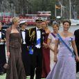 La princesse Charlene de Monaco, le prince Edward et la comtesse Sophie de Wessex, suivant la princesse Märtha Louise de Norvège embarquent à bord du SS Stockholm lors du mariage de la princesse Madeleine et de Chris O'Neill le 8 juin 2013 à Stockholm, en route pour la réception à Drottningholm.