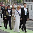 Pavlos et Marie-Chantal de Grèce embarquent à bord du SS Stockholm lors du mariage de la princesse Madeleine et de Chris O'Neill le 8 juin 2013 à Stockholm, en route pour la réception à Drottningholm.