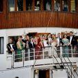 Chris O'Neill met l'ambiance à bord du SS Stockholm le 8 juin 2013 à Stockholm, en route pour la réception de son mariage avec la princesse Madeleine de Suède à Drottningholm.