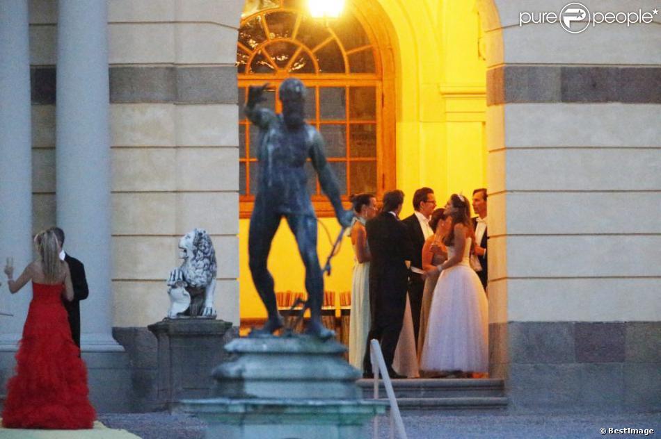La princesse madeleine de suede porte une autre robe de for Code de robe de mariage de palais de justice