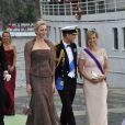 La princesse Charlene de Monaco au côté d'Edward et Sophie de Wessex, embarquant pour Drottningholm et la réception du mariage de Madeleine de Suède, le 8 juin 2013