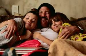 Nicole Richie : Jardinage et fou rire avec son père Lionel et sa jolie soeur