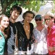 Exclu - Bernard-Henri Lévy, son fils Antonin et sa compagne, Bono et The Edge du groupe U2 à Saint-Paul de Vence, le 31 août 2005.
