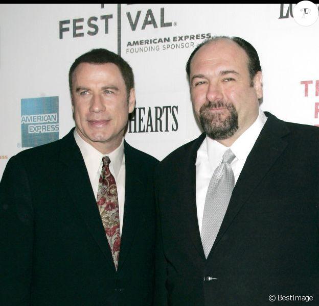 John travolta et James Gandolfini lors de la première de Lonely Hearts durant le festival du film de Tribeca à New York le 30 avril 2006