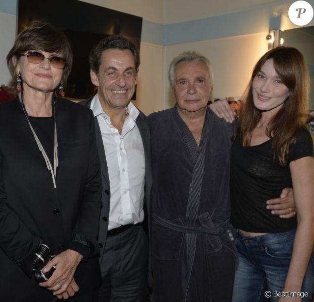 Anne-Marie Périer (épouse de Michel Sardou), Nicolas Sarkozy, Michel Sardou, Carla Bruni-Sarkozy, Nicole et Gilbert Coullier dans les loges de l'Olympia à Paris le 7 juin 2013.
