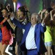 """Cyril Hanouna chante """"Les sardines"""" avec Patrick Sébastienlors de la fête de la musique sur France 2 eten direct de Marseillele 21 juin 2013."""