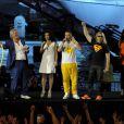 Patrick Sebastien arrose la foule apres le passage du Collectif Métissélors de la fête de la musique sur France 2 eten direct de Marseillele 21 juin 2013.