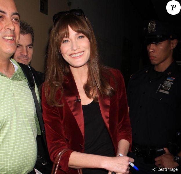 """Carla Bruni se rend sur l'émission américaine """"The Today Show"""" à New York, le 25 juin 2013."""