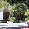 Exclusif - Robert Pattinson prépare une fëte dans sa maison à Los Feliz, le 22 juin 2013.