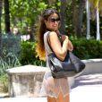 Claudia Romani profite du soleil à Miami. Le 17 juin 2013.