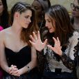 Les actrices Kristen Stewart et Elsa Zylberstein assistent au défilé haute couture de Zuhair Murad à la Villa Montmorency. Paris, le 4 juillet 2013.