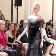 La styliste Tara Swennen, Kristen Stewart et Elsa Zylberstein assistent du premier rang au défilé haute couture de Zuhair Murad à la Villa Montmorency. Paris, le 4 juillet 2013.