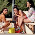 Sitôt arrivée, déjà à la piscine de l'hôtel, et les cocktails défilent... Tulisa Contostavlos en vacances à Ibiza, le 7 juillet 2013