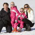 Le prince Friso et la princesse Mabel d'Orange-Nassau avec leurs filles les comtesses Zaria et Luana à Lech le 19 février 2011.
