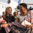 Valérie Trierweiler arrive à l'aéroport pour une visite humanitaire à Bujumbura au Burundi le 9 juillet 2013.