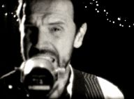 Gérald De Palmas : ''Serait-il ?'', un nouveau clip très rock pour son retour