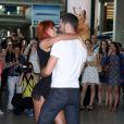 Emmanuel Moire et la danseuse Fauve Hautot à l'aéroport de Roissy-Charles-de-Gaulle, le 12 juillet 2013.
