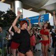 Fauve Hautot en flashmob à l'aéroport de Roissy-Charles-de-Gaulle, le 12 juillet 2013.