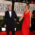 George Clooney et Stacy Keibler arrivant aux Golden Globe Awards le 13 janvier 2012