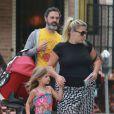 """Exclusif - Busy Philipps déjeune avec Marc Silverstein et ses enfants Birdie et Cricket (née le 2 juillet 2013) au restaurant """"Dom"""" dans le quartier Los Feliz. A Los Angeles, le 20 juillet 2013."""