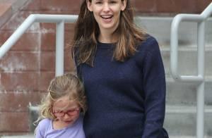 Jennifer Garner enceinte ? En balade avec ses filles sa silhouette sème le doute