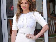 Jennifer Lopez : Radieuse dans sa robe blanche, elle arbore une bien jolie bague