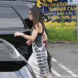 Sandra Bullock sort de la garderie de son fils avec une fleur dans les cheveux le jour de son anniversaire Los Angeles, le 26 juillet 2013 : A 49 ans, elle est superbe