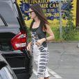 Sandra Bullock sort de la garderie de son fils avec une fleur dans les cheveux le jour de son anniversaire Los Angeles, le 26 juillet 2013
