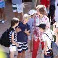 La reine Sofia d'Espagne accompagnait ses petits-enfants Felipe et Victoria, avec leur mère l'infante Elena, et Juan Valentin, Pablo, Miguel et Irene, avec leur mère l'infante Cristina, à l'école de voile à Palma de Majorque le 29 juillet 2013.