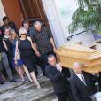 Elisabeth et David Lafont (enfants de Bernadette Lafont) lors des funérailles de l'actrice au temple de Saint-André-de-Valborgne dans le Gard le 29 juillet 2013