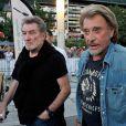 """Eddy Mitchell et Johnny Hallyday complices lors du dernier jour de tournage du film de Claude Lelouch """"Salaud, on t'aime"""" à Saint-Gervais-les-Bains, le 31 juillet 2013."""