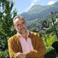 """Antoine Duléry pose pendant le dernier jour de tournage du film """"Salaud, on t'aime"""" à Saint-Gervais-les-Bains, le 31 juillet 2013."""